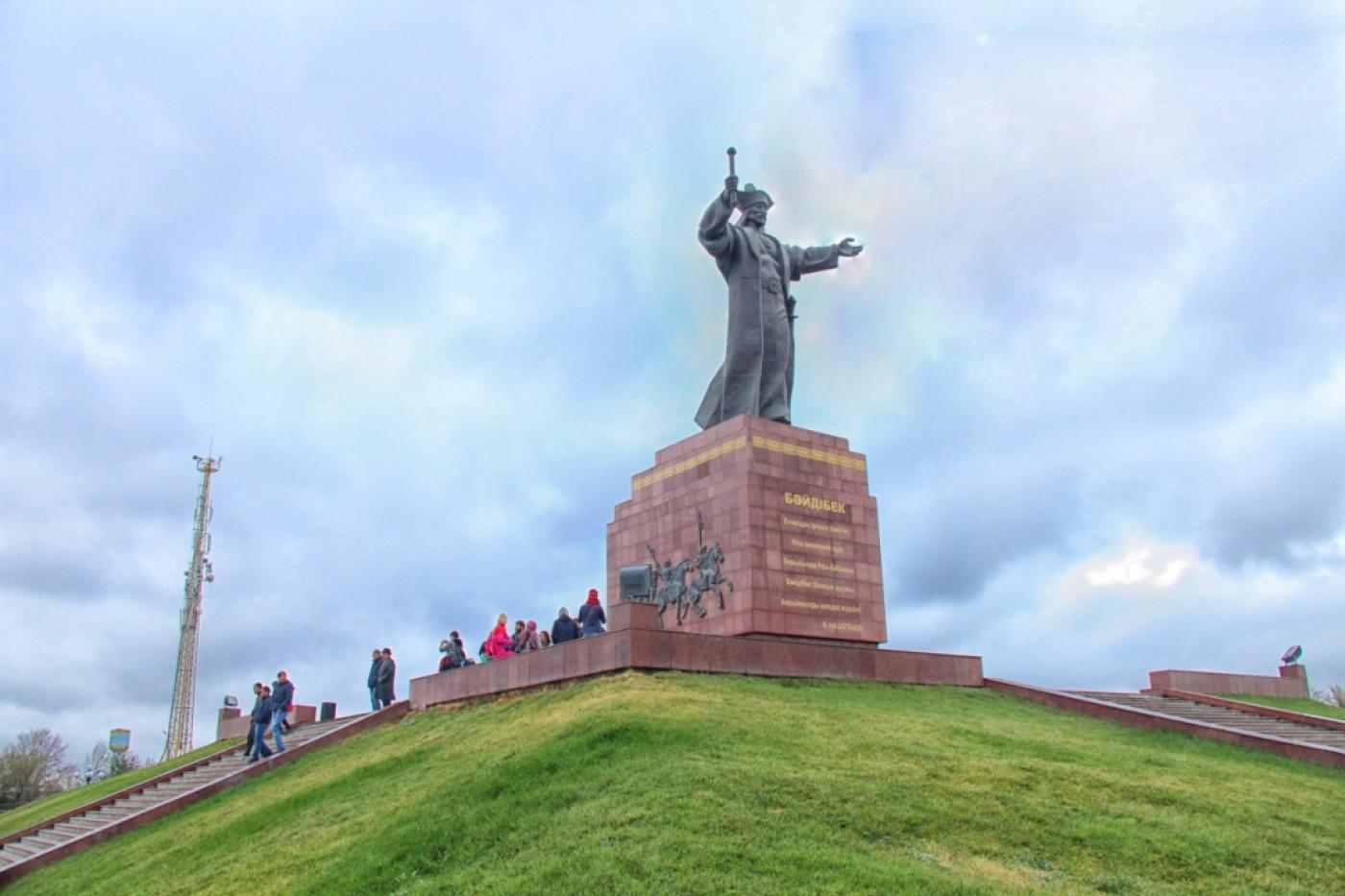 Памятник Байдибек Би