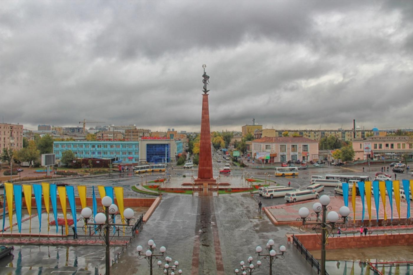 площадь Ордабасы в Шымкенте, монумент Ана Жер